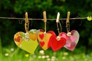 """Herzen als Symbol für den Vortrag """"Körper und Psyche, ein Gespann"""" von Dipl.-Psych. Anna-Maria Steyer"""